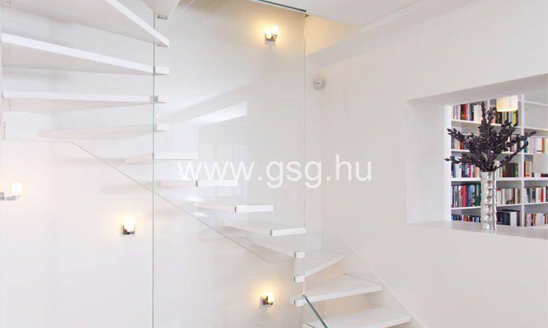Üvegfal lebegő lépcső mellé