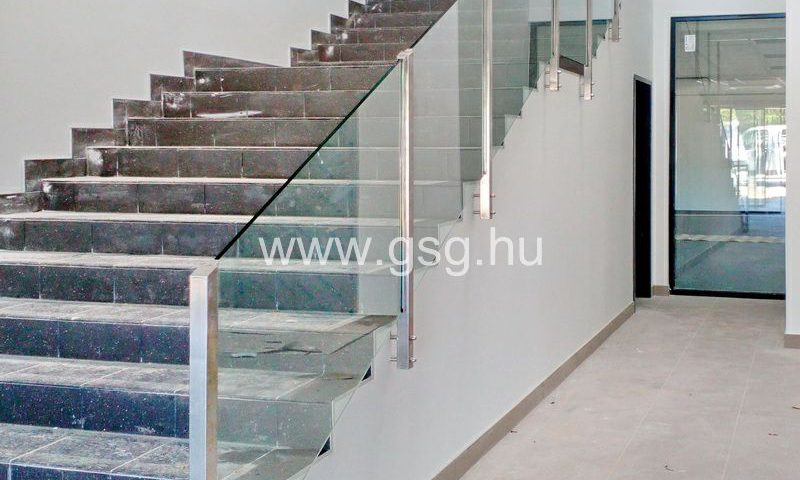 A Pallér Kft. részére készítettünk acéloszlopos üvegkorlátot.
