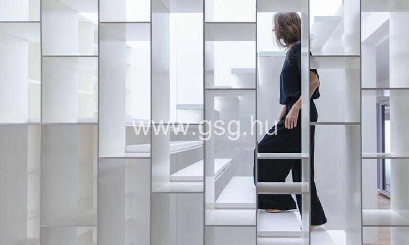 Fém könyvespolc és lépcső